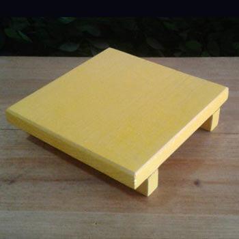 bandeja de madeira amarela